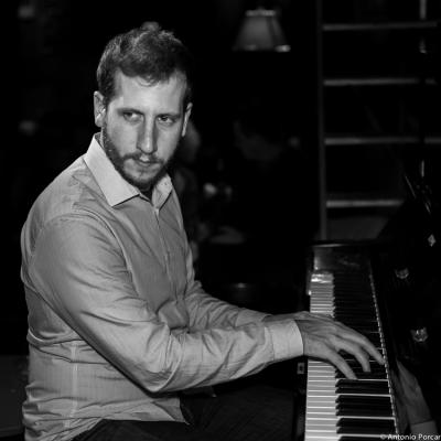 Palau, Alberto (2014) en el Jimmy Glass Jazz Club. Valencia.