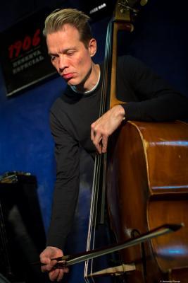 Jasper Høiby (2018) at Jimmy Glass Jazz Club. Valencia.