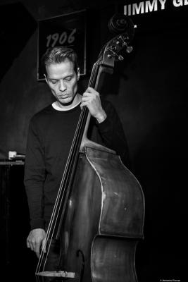 Jasper Høiby (2018) at Jimmy Glass Jazz Club. Valencia.