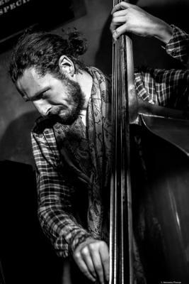 Julian Smith (2017) at Jimmy Glass Jazz Club.