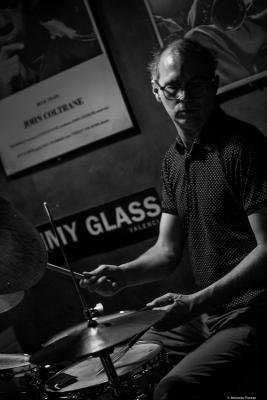 Kenny Wollesen (2017) at Jimmy Glass Jazz Club. Valencia.
