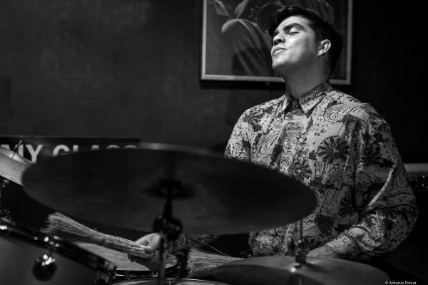 Michael Olivera (2017) en Jimmy Glass Jazz Club de Valencia.
