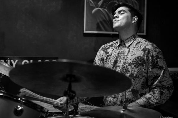 Michael Olivera (2017) en Jimmy Glass Jazz Club de Valencia.