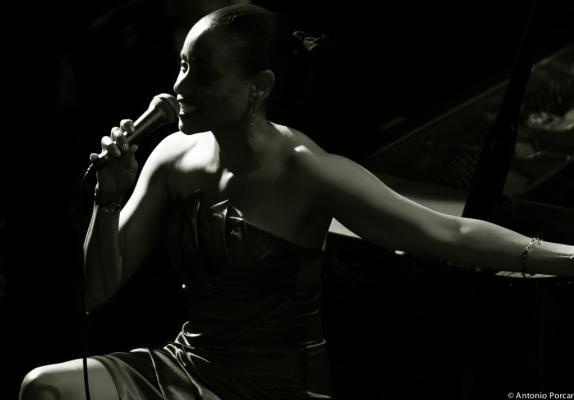 Michelle, Charmin (2009)