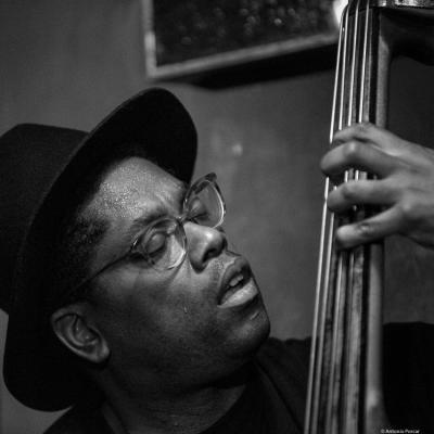 Vicente Archer (2016) in Jimmy Glass Jazz Club. Valencia.