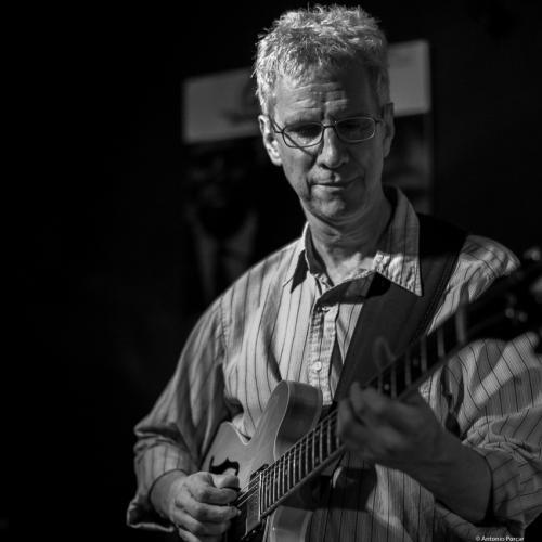 Steve Cardenas (2016) in Jimmy Glass Jazz Club. Valencia.